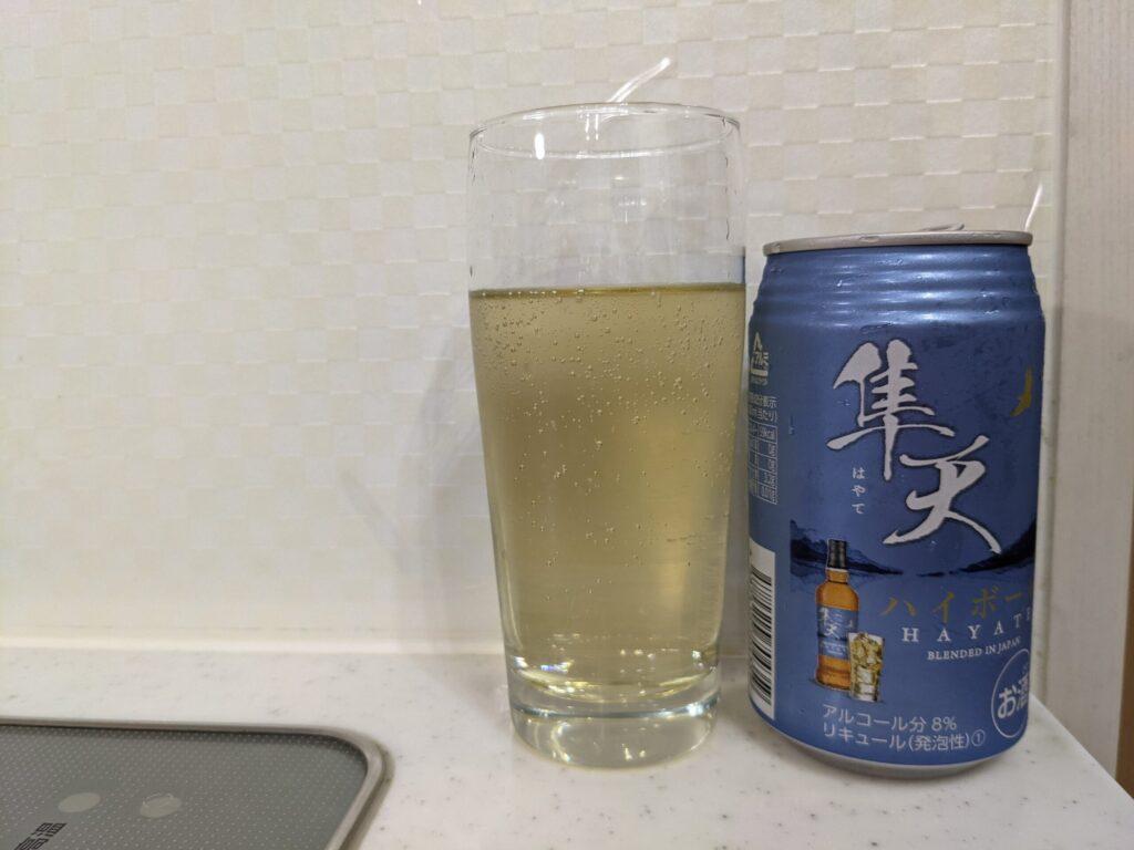 隼天(はやて)ハイボール缶とコップ